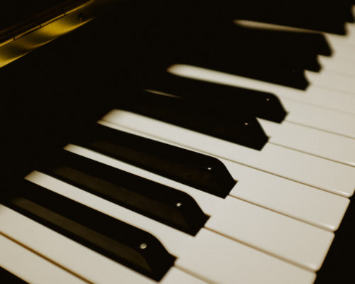 Piano keyboard http://barnimages.com/