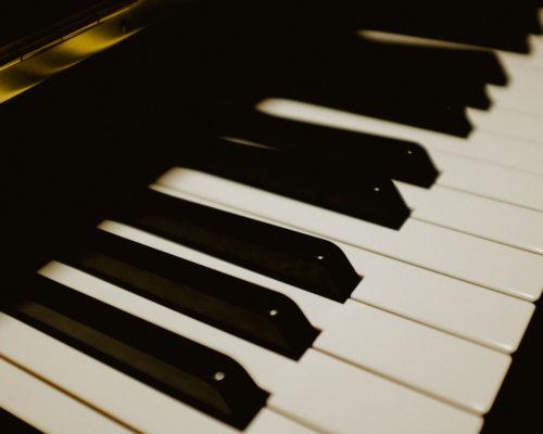 Piano keyboard http://barnimages.com/